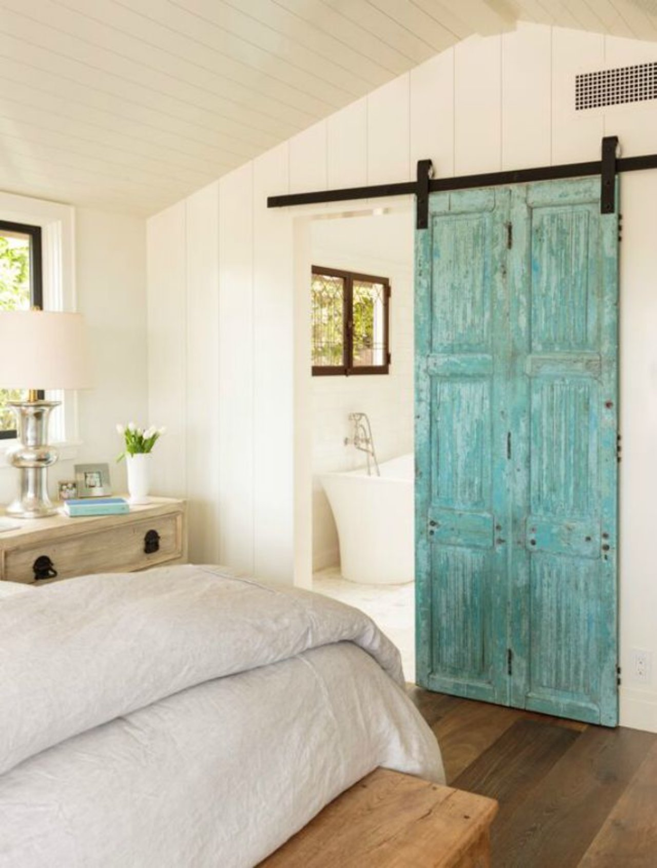 Proof barn doors totally work as home decor the accent for Barn door home decor
