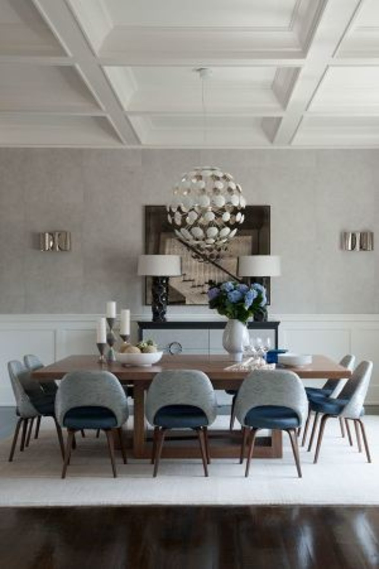 Modern dining room by Ross Cassidy