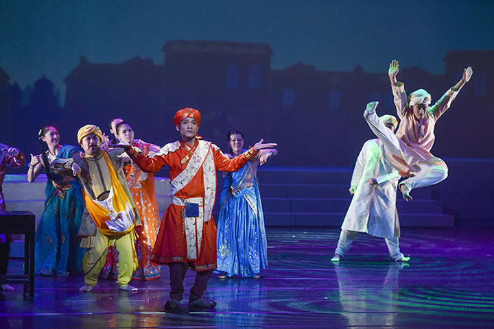 劇中結合讚頌樂音、舞蹈、動畫等多種元素