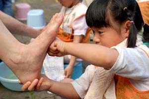 洗腳報親恩,也是一種孝的教育