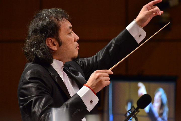 指揮家王子承老師帶動交響樂團演出美麗樂章