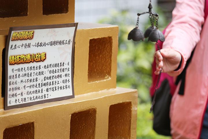 寺院生活體驗--繞塔
