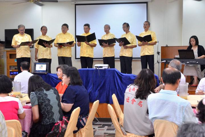 合唱團獻唱