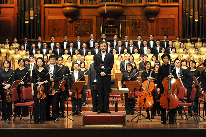 夢蓮花文化藝術基金會精湛的交響樂團以及合唱團