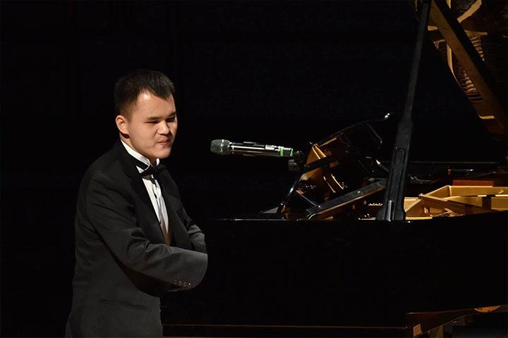 基隆天才鋼琴家許哲誠