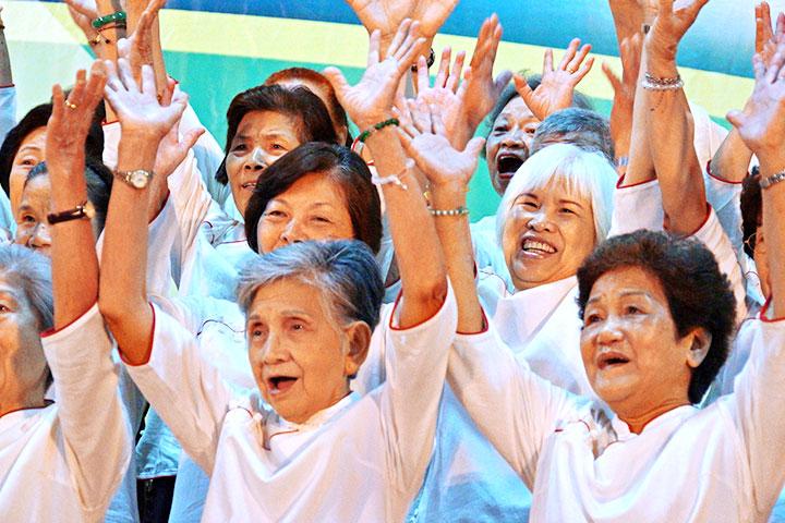 福智慈善鼓勵長者以經典涵養智慧,實踐內涵活化身心