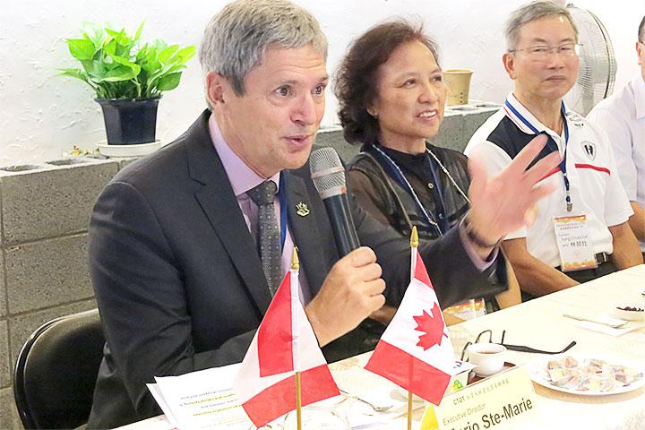 (左起)馬禮安處長、里仁李妙玲總經理、統盛林榮灶總經理