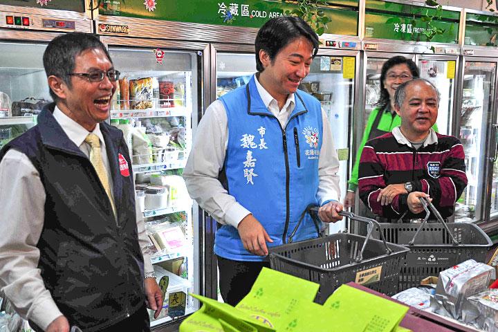 福智慈善基金會代表陪同市長參訪里仁門市