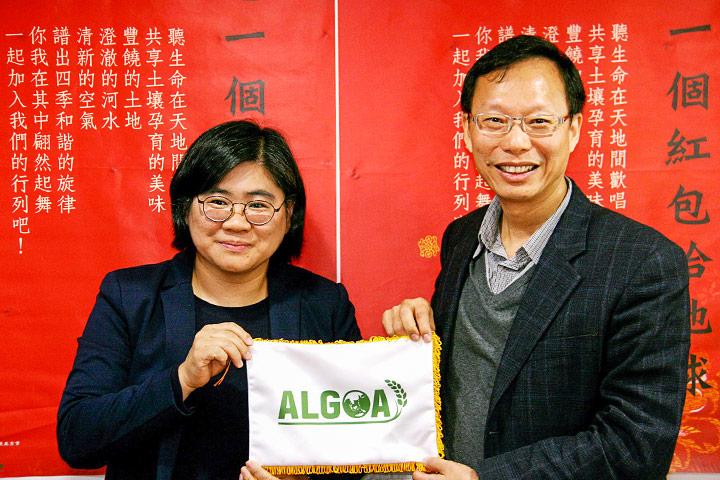 去(2017)年 12 月,IFOAM 副主席同時也是 ALGOA 執行長 Jennifer-Chang,訪問慈心基金會,並邀請基金會參加 2018 年第四屆 ALGOA 年會,向亞洲各國政府分享推廣作法與成果。