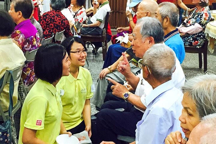 每年舉辦尊長敬老的活動,在活動中實踐敬老及孝悌的學習。