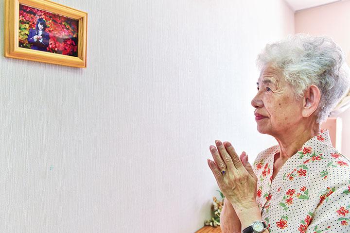喜獲老師親贈的照片,柳奶奶更加踏實,隨作何事,有何所須,皆供養啟白。