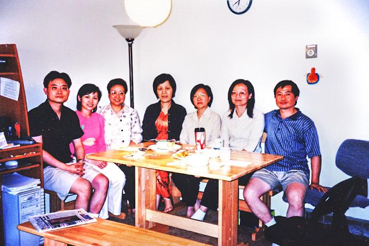 張桂英師姐(左三) 的到來,啟動溫哥華第二個研討班 的開辦因緣。