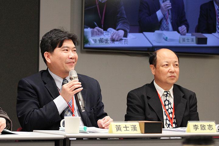 與談人新竹縣環保局黃士漢局長(左)、李長榮化工PP事業部李啟志副總經理(右)