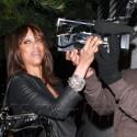 Tyra Banks Punks The Paparazzi