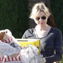 Renee Zellweger Gets Groceries
