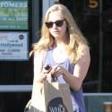 Amanda Seyfried Wears Knee Brace While Grocery Shopping