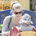 Amy Adams Takes Daughter To The Park