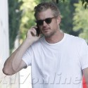 Eric Dane Smokes And Chats On His Cell