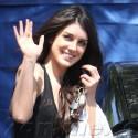 Shenae Grimes Dresses Down On 90210 Set