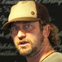 Gerard Butler Goes To The Grove