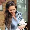 Katie Holmes Helps Carry Suri's Toys