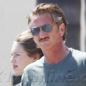 Sean Penn Stocks Up On Groceries With His Daughter