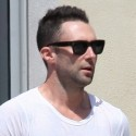 Adam Levine Gets A Thumbs-Up!