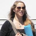 Elizabeth Berkeley Takes Her Baby Bump To Yoga