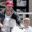 Ryan Phillippe Goes Grocery Shopping With Girlfriend And Son