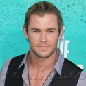 Chris Hemsworth Looks Sexy On The Red Carpet