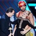 Elizabeth Banks Gets Groped By <em>Magic Mike</em> Stars