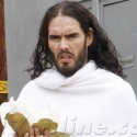 Russell Brand Gives Birthday Cupcake To Homeless Man