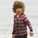 Christina Aguilera And Matthew Rutler Take A Walk On Malibu Beach