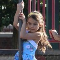 Katie Holmes And Daughter Suri Play In The Park