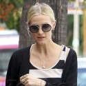Ashlee Simpson Gets Lunch With A Friend
