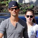 Kristen Stewart Hangs Out With Taylor Lautner