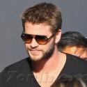Liam Hemsworth Greets His Fans