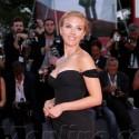 Scarlett Johannson Shows Off Engagement Ring