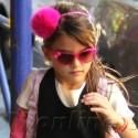Suri Cruise Rocks Pink Cast As Stylish Accessory