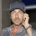 A Wide-Eyed Gerard Butler Is A Chatty Cathy At LAX