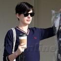 Anne Hathaway Runs Errands In Beverly Hills