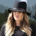 Khloe Kardashian Gives Us The Bird