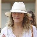 LeAnn Rimes Smiles After Lunch With Her Gal Pals