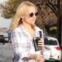 Kate Hudson Grabs Lunch With Her Mom