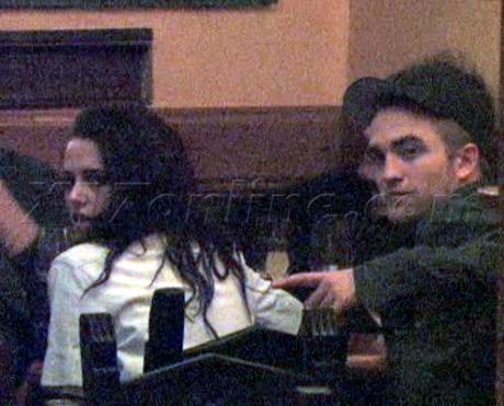 Robert Pattinson Kristen Stewart paris twilight eating