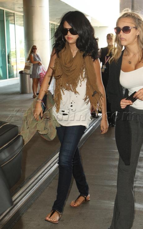 Selena Gomez justin bieber miami scarf sunglasses jeans sandals ripped tee shirt