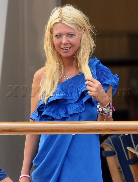 Tara Reid dress party girl blue dress yacht party smoking cigarette high drunk