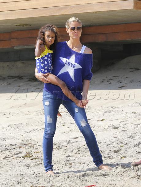 sunglasses Heidi Klum beach kids seaweed kites lou  samuel leni henry jeans sweater