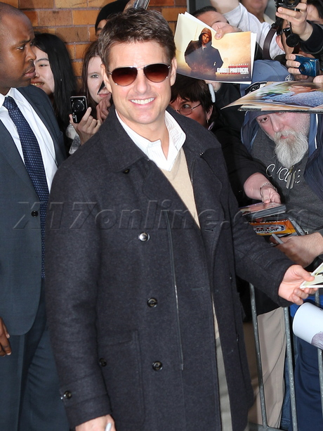 sunglasses jeans Tom Cruise  autographs the daily show