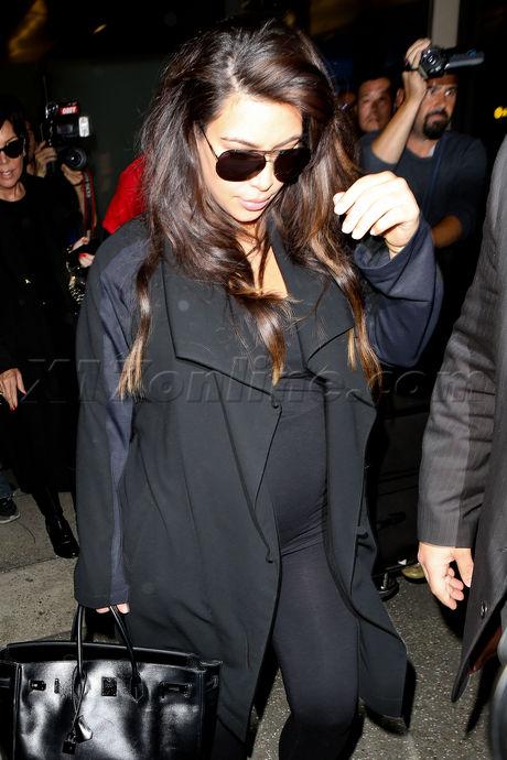 reality tv Kim Kardashian  Kris Jenner black coat kanye west lax